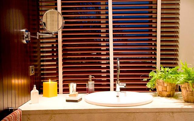 Persiana en madera baño