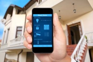 smartphone controlando hogar