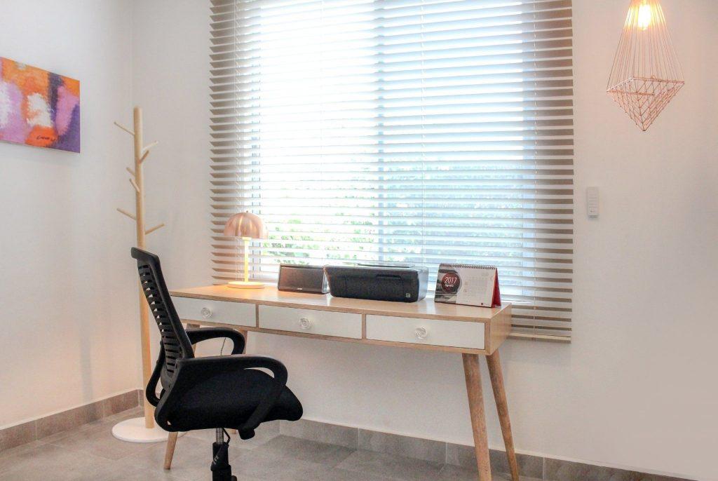 persiana en madera para oficinas