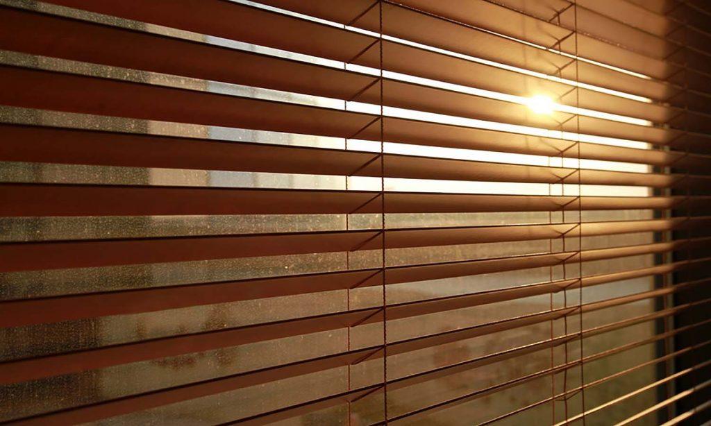 cortina macro madera